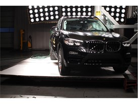 BMW X3 - Pole crash test 2017