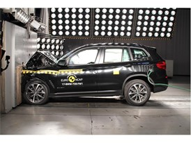 BMW X3 - Frontal Full Width test 2017