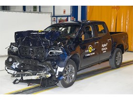 Mercedes-Benz X-Class - Frontal Full Width test 2017 - after crash
