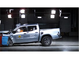 Mercedes-Benz X-Class - Frontal Offset Impact test 2017