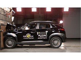 Hyundai KONA - Frontal Full Width test 2017