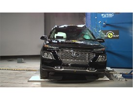 Hyundai KONA - Pole crash test 2017