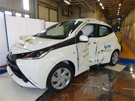 Toyota Aygo - Pole crash test 2017 - after crash
