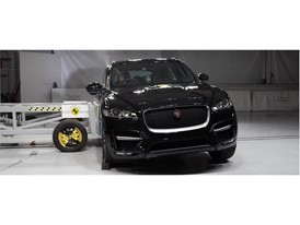 Jaguar F-Pace - Side crash test 2017
