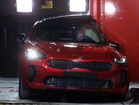 Kia Stinger - Pole crash test 2017