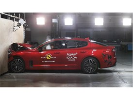 Kia Stinger - Frontal Full Width test 2017