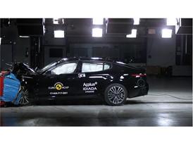 Kia Stinger - Frontal Offset Impact test 2017