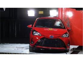 Toyota Yaris - Pole crash test 2017