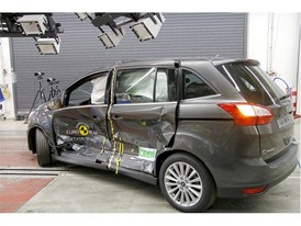 Ford Grand C-MAX - Side crash test 2017 - after crash