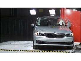 BMW 6 Series GT - Pole crash test 2017
