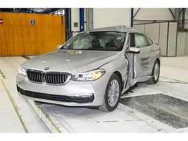 BMW 6 Series GT - Pole crash test 2017 - after crash