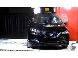 Nissan LEAF - Pole crash test 2018