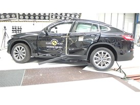 BMW X3-X4 - Pole crash test 2017 - after crash