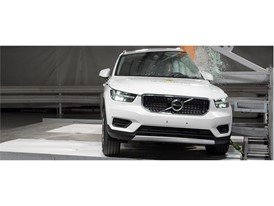 Volvo XC40 - Pole crash test 2017