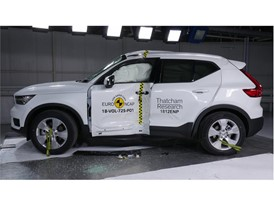 Volvo XC40 - Pole crash test 2017 - after crash