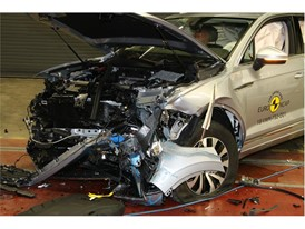 VW Touareg - Frontal Offset Impact test 2018 - after crash