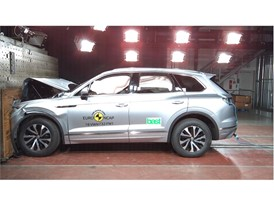 VW Touareg - Frontal Full Width test 2018