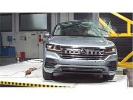 VW Touareg - Pole crash test 2018