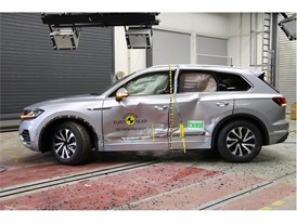 VW Touareg - Side crash test 2018 - after crash
