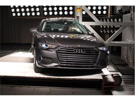 Audi A6 - Pole crash test 2018