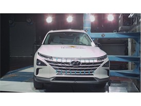 Hyundai NEXO - Pole crash test 2018