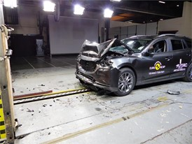 Mazda 6 - Frontal Full Width test 2018 - after crash
