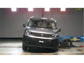 Peugeot Rifter - Side crash test 2018
