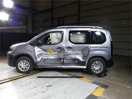 Citroën Berlingo - Side crash test 2018 - after crash