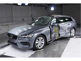Volvo V60 - Pole crash test 2018 - after crash