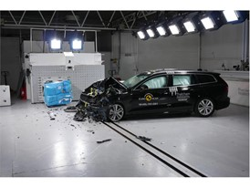 Volvo V60 - Frontal Offset Impact test 2018 - after crash