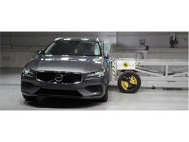 Volvo V60 - Side crash test 2018