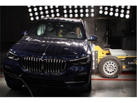 BMW X5 - Side crash test 2018