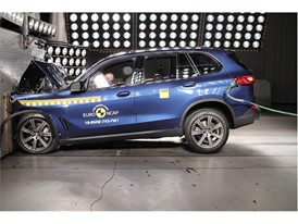 BMW X5 - Frontal Full Width test 2018
