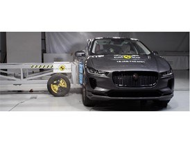 Jaguar I-PACE - Side crash test 2018