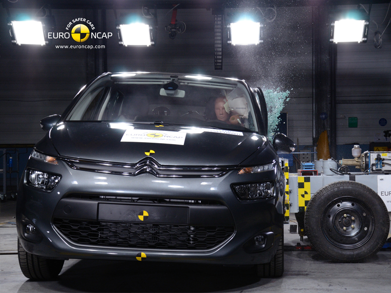 Citroën C4 Picasso -Side crash test 2013
