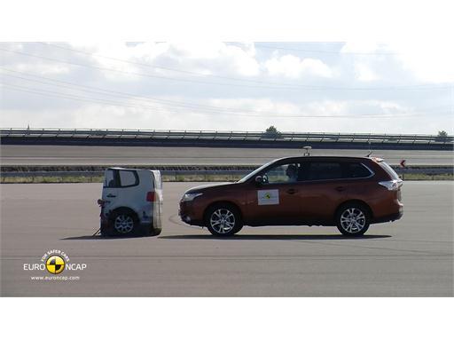 Mitsubishi Outlander - AEB Tests 2013