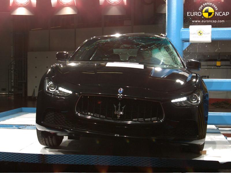 Maserati Ghibli - Pole crash test 2013