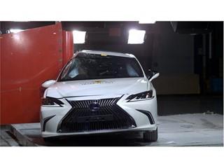 Lexus ES - Pole crash test 2018