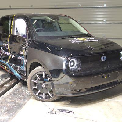 Honda e - Side Mobile Barrier test 2020 - after crash