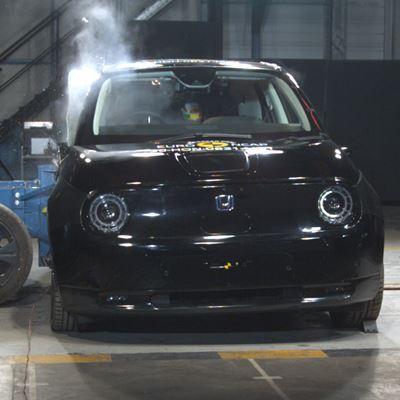 Honda e - Side Mobile Barrier test 2020