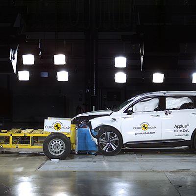Kia Sorento - Mobile Progressive Deformable Barrier test 2020