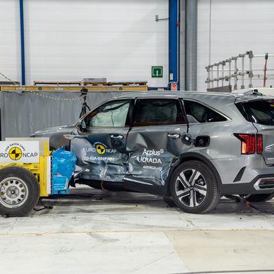 Kia Sorento - Side Mobile Barrier test 2020 - after crash