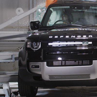 Land Rover Defender - Side Pole test 2020