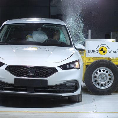 SEAT Leon - Side Mobile Barrier test 2020