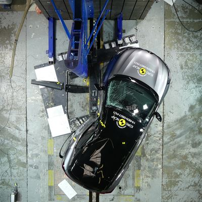 Renault Captur - Pole crash test 2019 - after crash