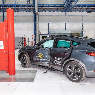 Cupra Formentor e-HYBRID - Side Pole test 2021 - after crash