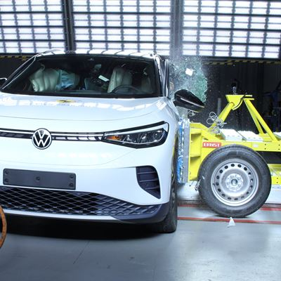 VW ID.4 - Side Mobile Barrier test 2021