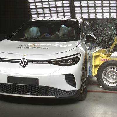 VW ID.4 - Far-Side impact test 2021