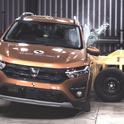 Dacia Sandero Stepway - Side Mobile Barrier test 2021