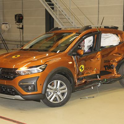 Dacia Sandero Stepway - Side Mobile Barrier test 2021 - after crash